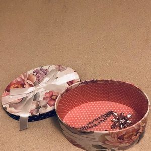 Hand made Accents - Decorative oval box